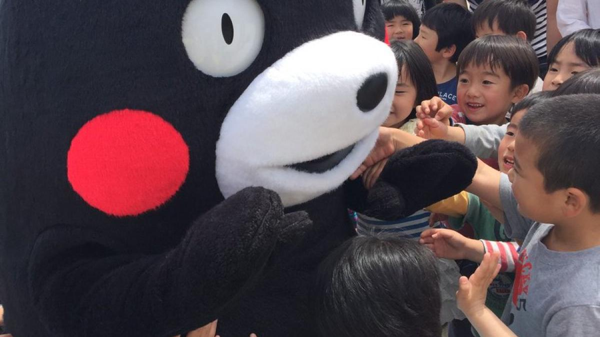 *Kumamon* on his thank-you tour, giving thanks for support from all over Japan for disaster relief for the earthquake
